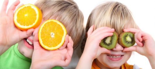 Children-playing-with-fruit-small